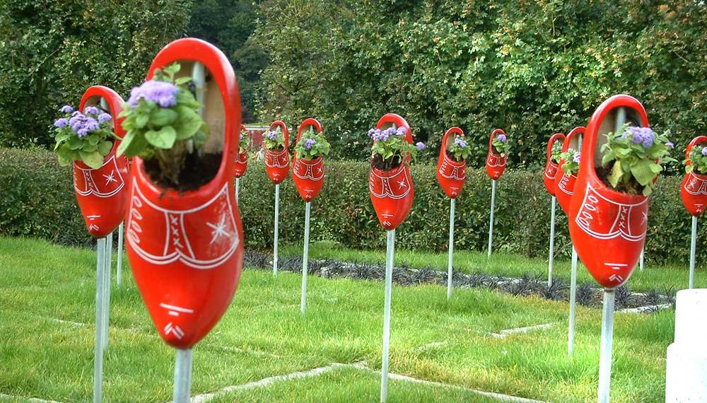 knal rode klompen in arnhem tuin op de buga in gera duitsland