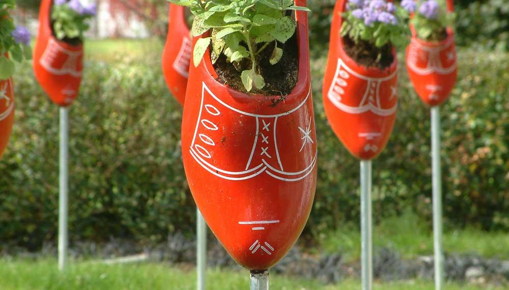 detail rode klomp in expositie tuin op buga in gera duitsland
